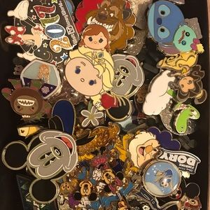 Lot of 5 Disney Pins